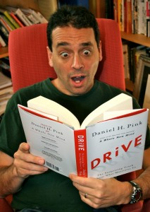 drive daniel pink Drive, by daniel pink, believes that your work structure is to blame historically, employers have motivated employees through financial rewards and kept workers on a tight leash historically, employers have motivated employees through financial rewards and kept workers on a tight leash.